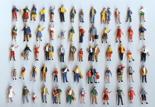 50 Preiser Figuren stehend - von von von Hand bemalt - Spur H0 - NEU 2562df