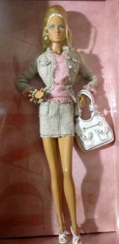 Barbie Model of the moment Daria Shopping Queen Doll NIB