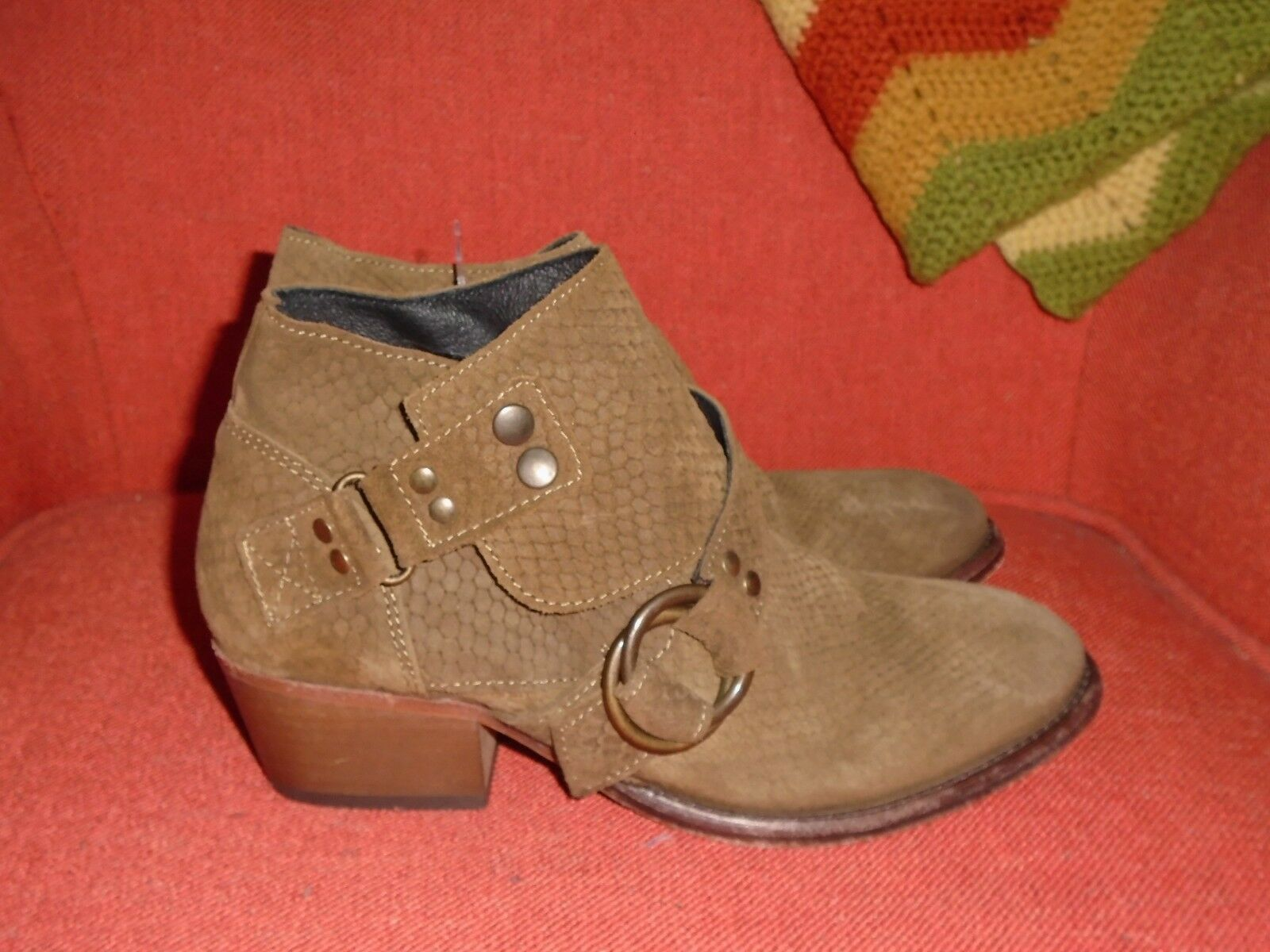 Free People Braun Suede Reptile Embossed O-Ring Strap Ankle Stiefel Größe 8 EU38