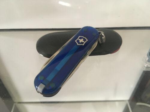 Victorinox Schweizer Taschenmesser Blau transparent Classic SD 7 Funktionen Etui
