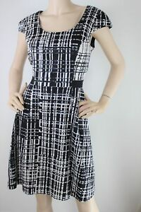 Review-black-amp-white-geometric-print-fit-amp-flare-dress-12
