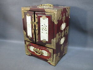 ancienne magnifique boite bijou de style chinois avec petit cadenas en laiton ebay. Black Bedroom Furniture Sets. Home Design Ideas