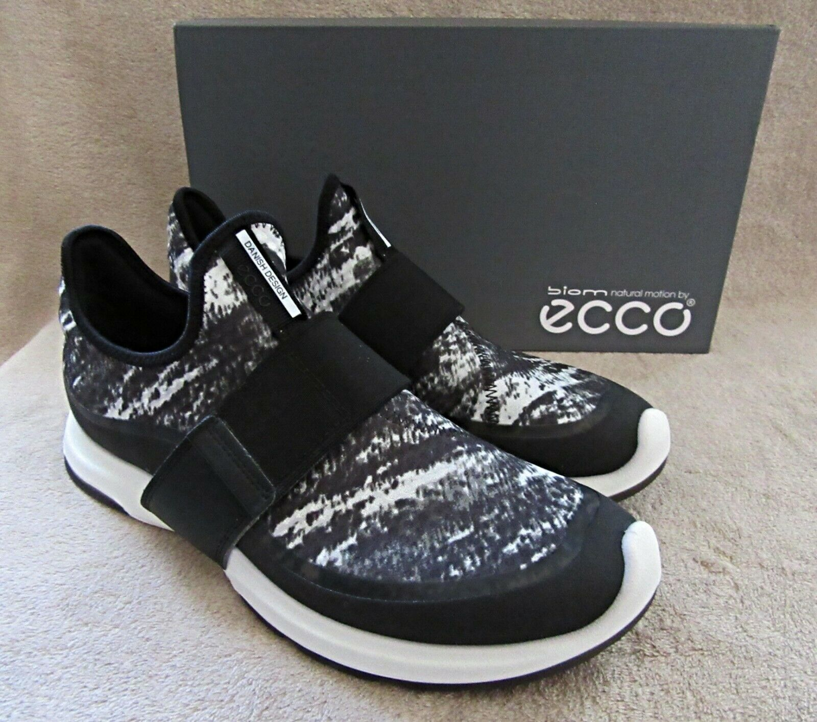 ECCO Biom Amrap Strap nero & bianca Fashion scarpe da ginnastica scarpe US 8 - 8.5 EUR 39 NWB