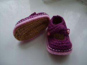 DéTerminé Hand Knitted Baby Chaussons-prune Sur Rose - 0-3 Mois-bnwt-afficher Le Titre D'origine Les Produits Sont Disponibles Sans Restriction