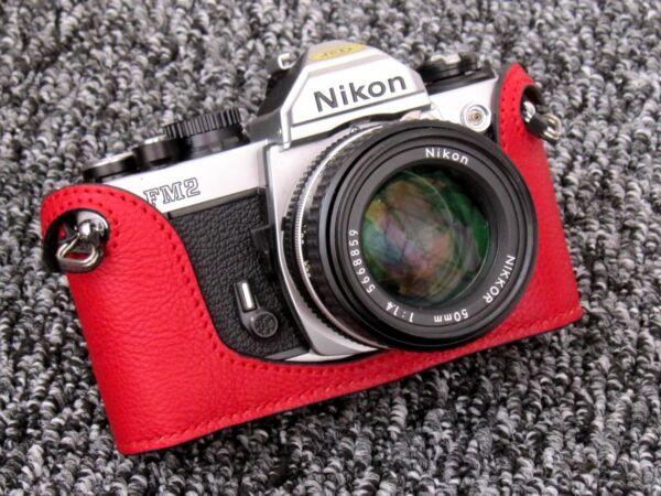 Alerte Rouge Cuir Demi étui Pour Nikon Fm2, Fm3a, Fe, Fe2-neuf Un BoîTier En Plastique Est Compartimenté Pour Un Stockage En Toute SéCurité