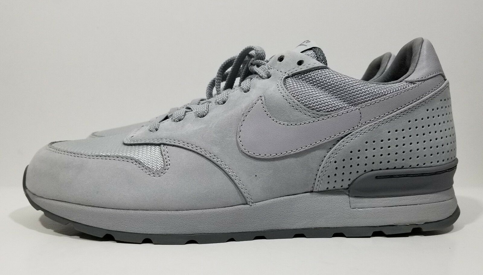 Nike Air Zoom Epic Luxe Mens Running shoes Wolf Grey Size 9