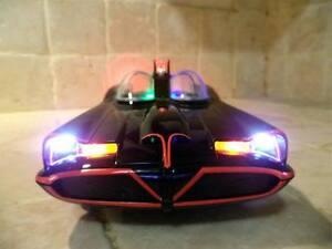 Classic-1966-Batmobile-Batman-DC-Comics-with-WORKING-LIGHTS-Hot-Wheels-1-18-ut