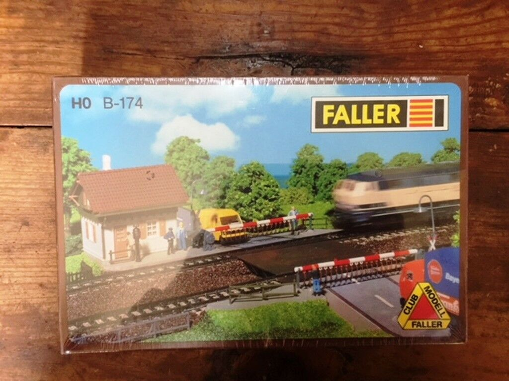 Faller  level crossing with selector House  ho b-174 sealed en Box
