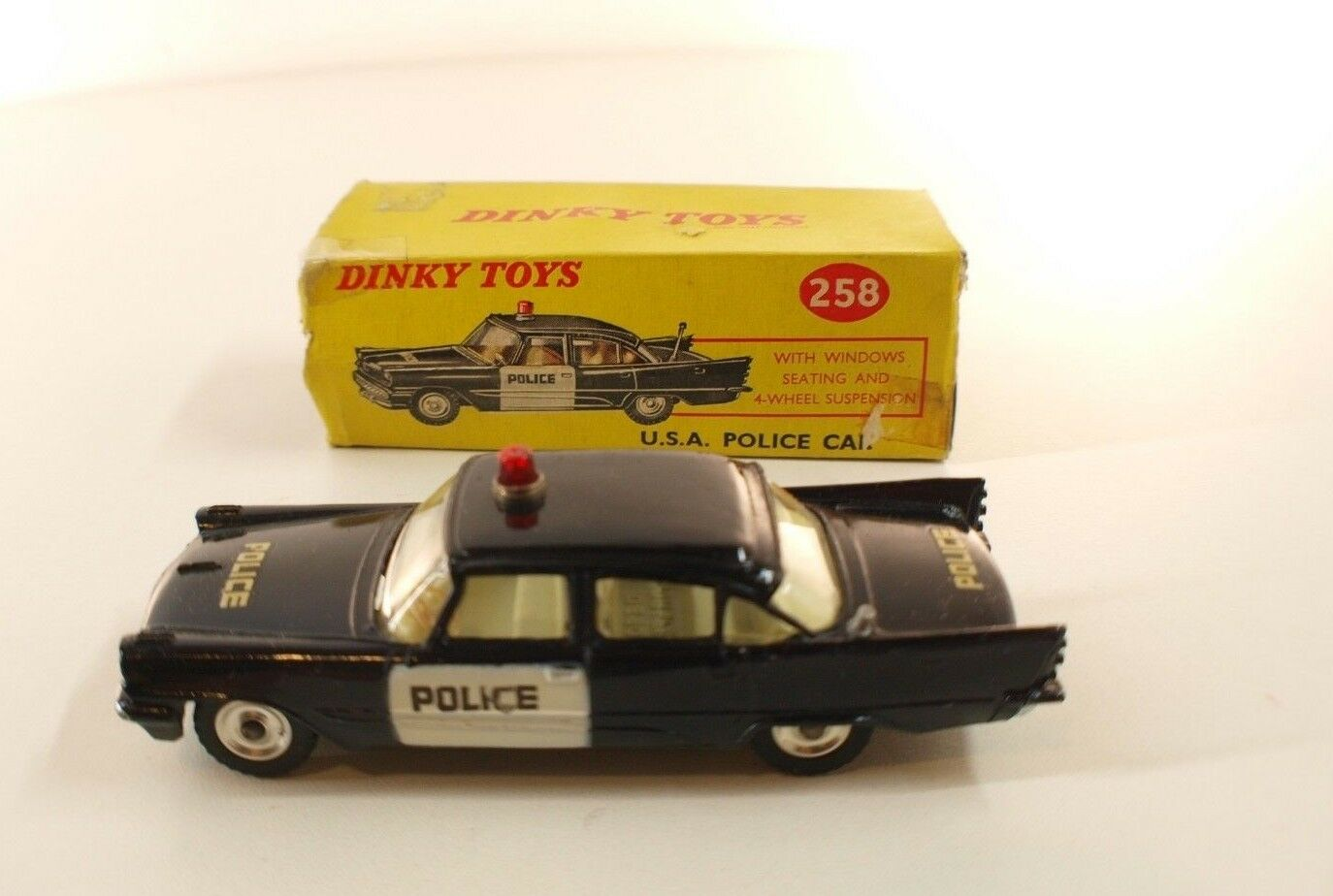 Dinky Toys Gb n° 258 DESOTO Fireflite USA police car en boîte