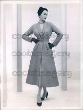 1953 Press Photo Pretty 1950s Woman Models Christian Dior Wool Redingote