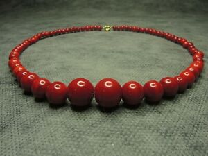 Wonderful-Antique-Bohemian-Red-Striped-Glass-Graduated-Round-Bead-Necklace