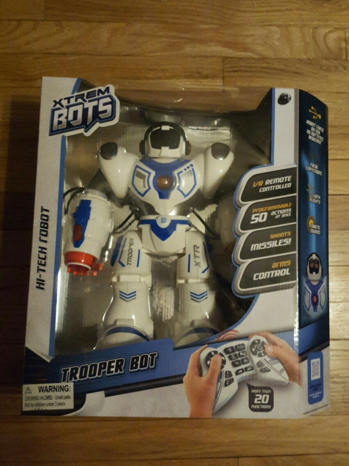 NEW IN BOX XTREM BOTS BATTLE ROBOT TROOPER BOT REMOTE CONTROLLED RC