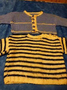 2-pieces-tricotees-main-bleues-pour-poupee-poupon-pull-et-gilet-bebe-6mois