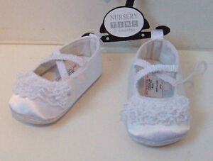 Blanco Satén de poliéster Bebé Niñas Zapatos Nuevo Sin Usar Talla 1 hasta 6 meses
