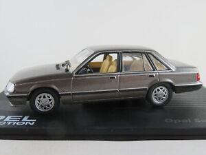 IXO-39-Opel-Senator-A2-1982-1986-in-braunmetallic-1-43-NEU-PC-Vitrine