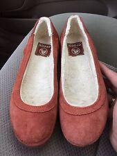 Women's Crocs Berryessa rust suede fur-lined slip-on ballet flats size 6 EUC