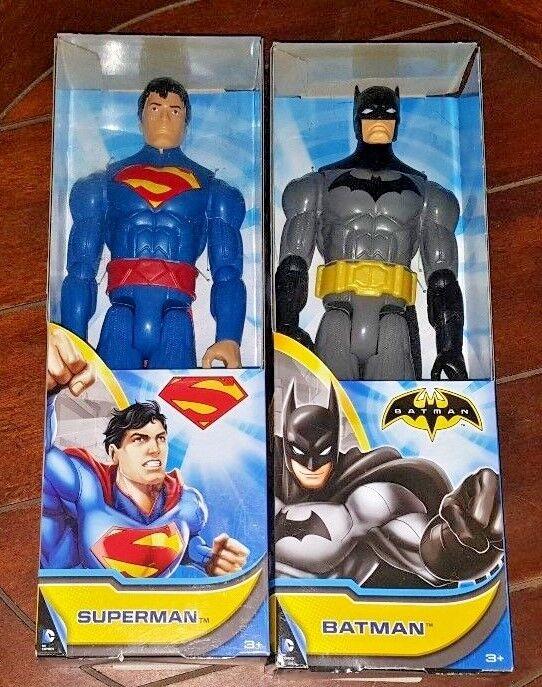 Sehr posable superman, batman 12 +
