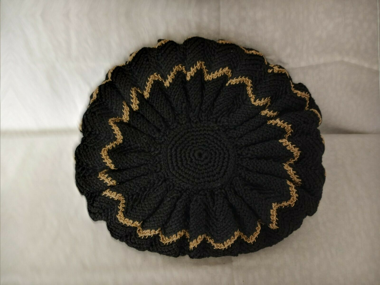 VINTAGE 1940s - 1950s Black and Gold Knitted Beret