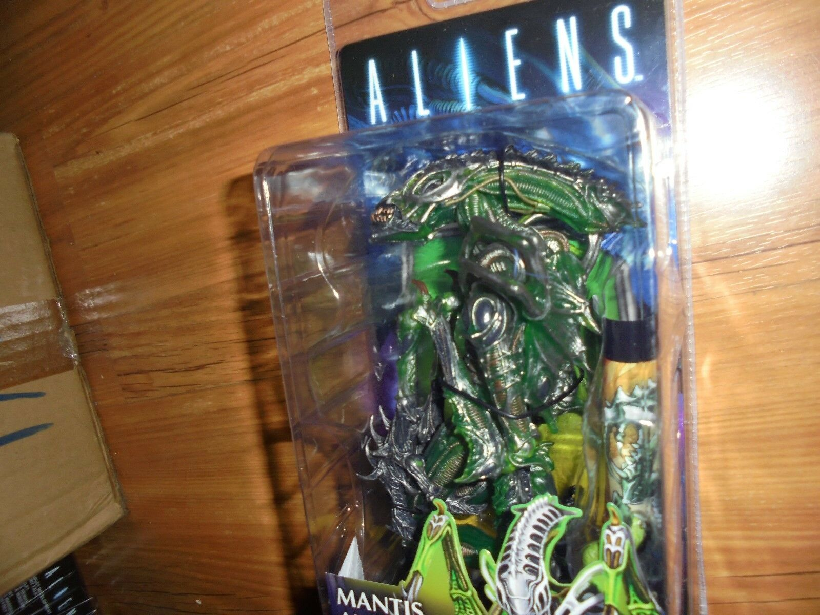 Aliens  MANTIS ALIEN  with chest buster and Dark Horse Comic NECA 2016