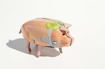 Blechspielzeug Schwein Mit Blauer Schleife Zum Aufziehen °° Tin Toy°° Starker Widerstand Gegen Hitze Und Starkes Tragen Spielzeug
