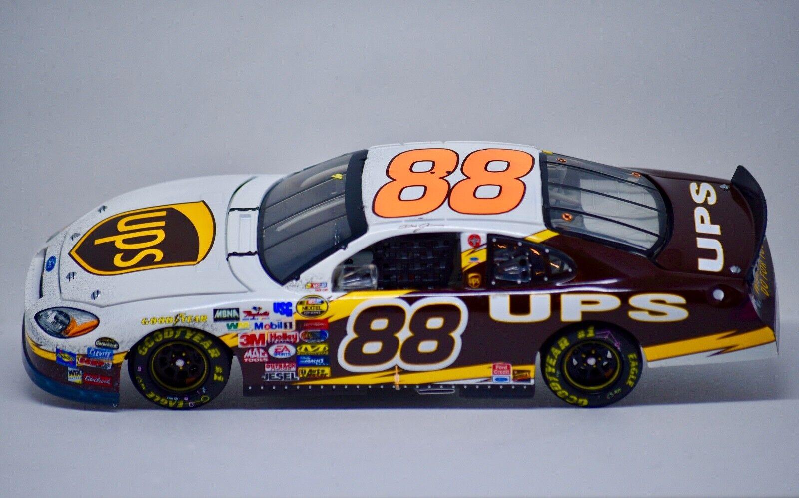 2004-Action NASCAR Dale Jarrett  88 UPS couru version Daytona échelle 1 24 nouveau