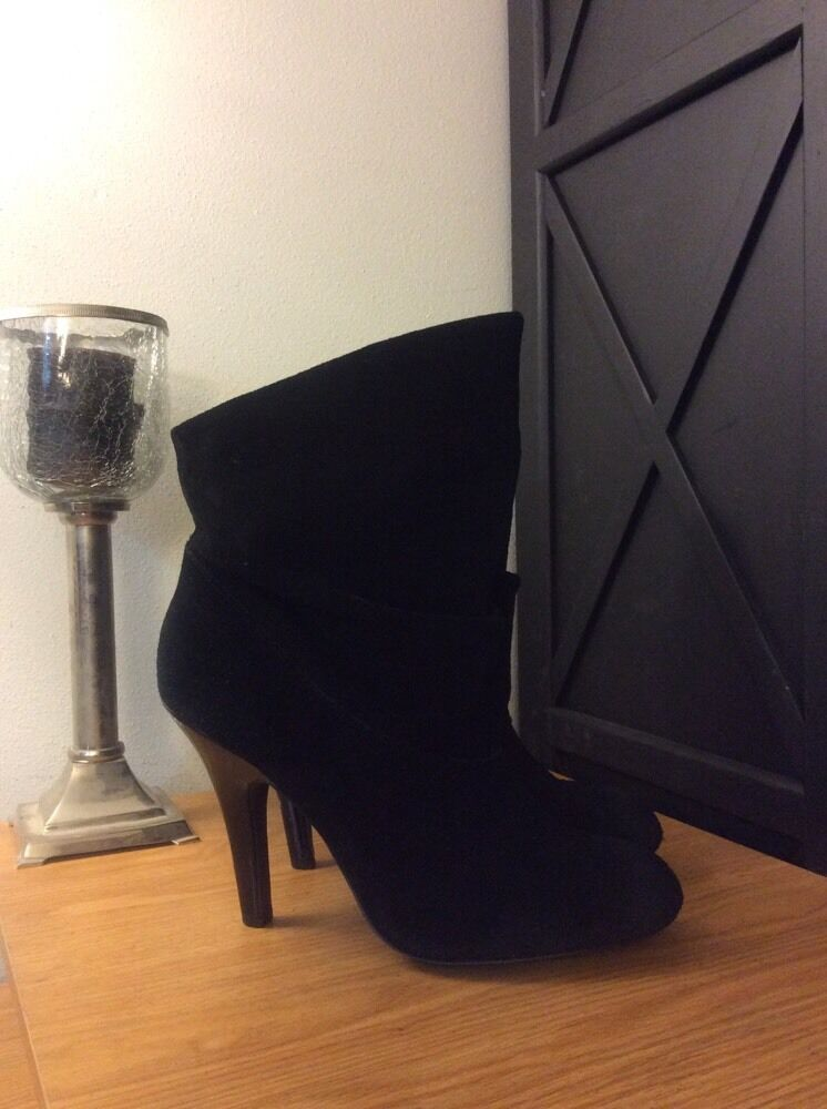 Steve Madden (Ada) Black Suede Leather Distressed Toe Ankle Boots | Size 9.5M