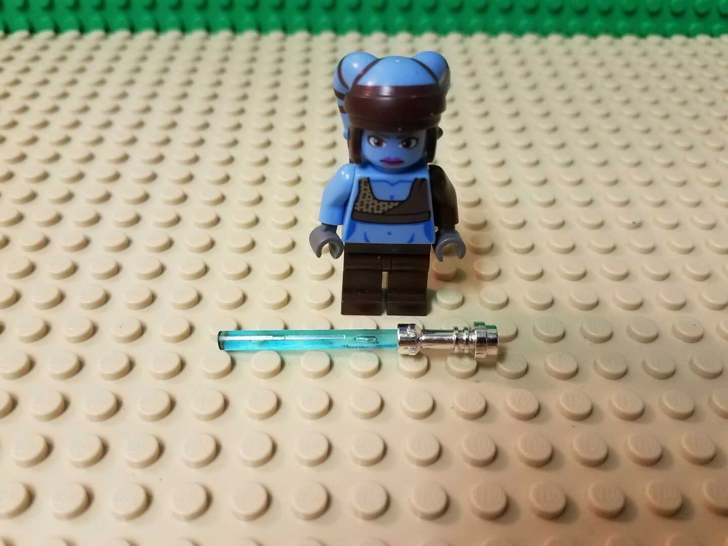 LEGO STAR WARS AAYLA SECURA JEDI MINIFIGURE NEW FROM FROM FROM SEALED RETIRED SET 8098 6a51cc