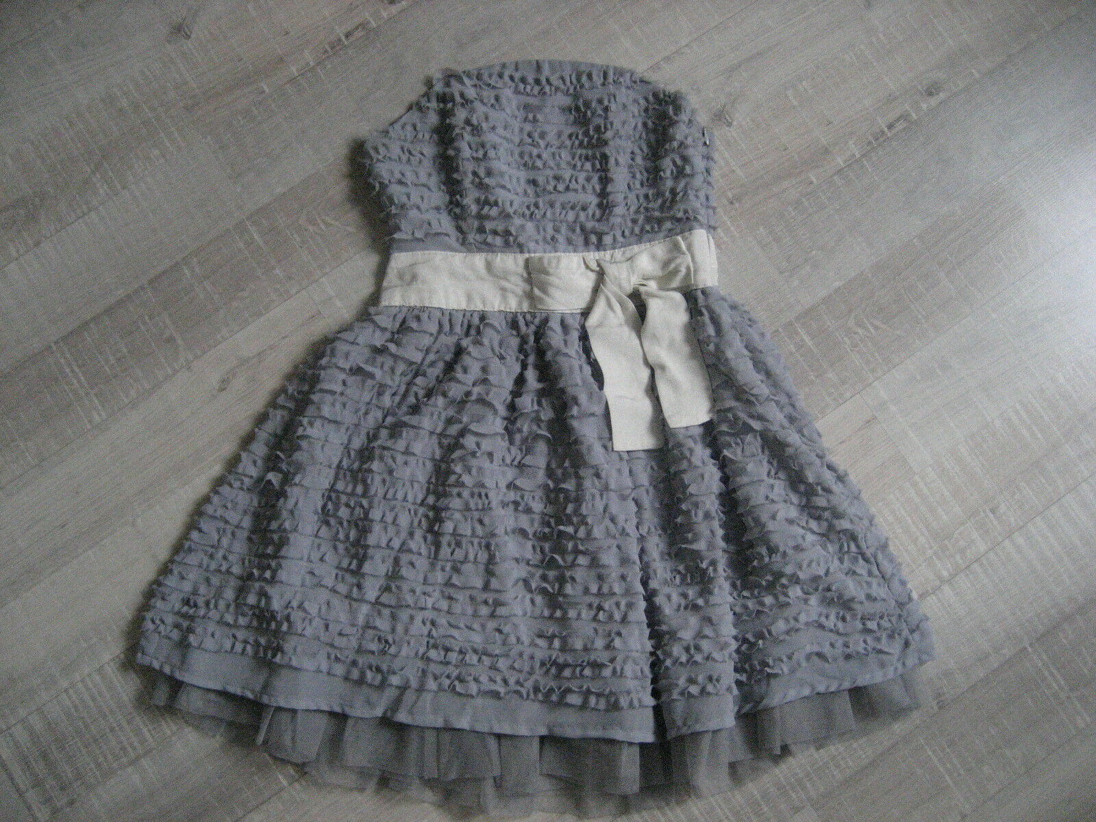 Darling Kleid, Corsage, ganz mit kleinen Rüschen besetzt, Gr.XS, grau