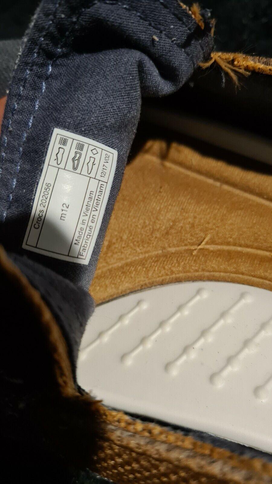 crocs canvas slippers  12M - image 5