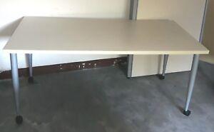 Gambe Con Ruote Per Tavoli.Dettagli Su Tavolo Con Ruote Misure 160 X 80 Altezza 71 Cm Piano Color Beige Gambe Silver