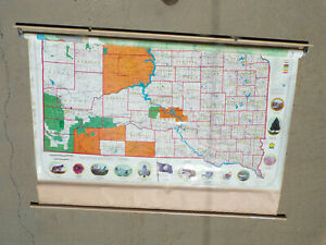 Details about Pull Down Map Used South Dakota Roll Up State Landscape Map  United States
