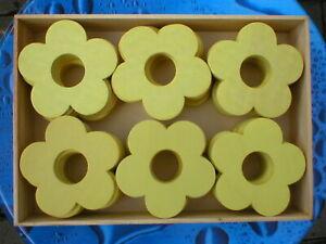 Holzblumen-Holzblueten-Lochblumen-hellgelb-7-cm-2-Holzboxen-96-Stueck
