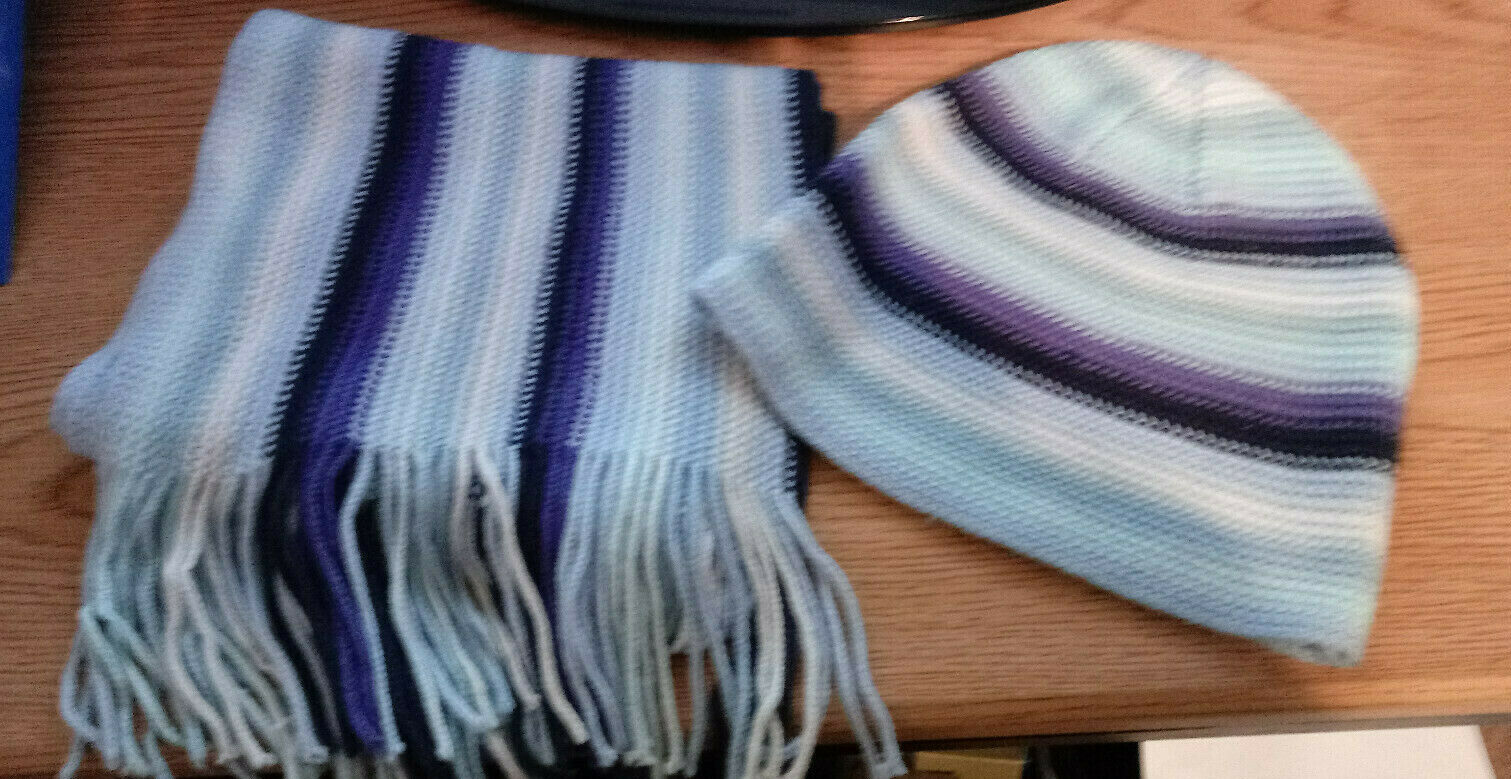 Joe Boxer Brand-Scarf & Hat set Preowned-Shades of Blue