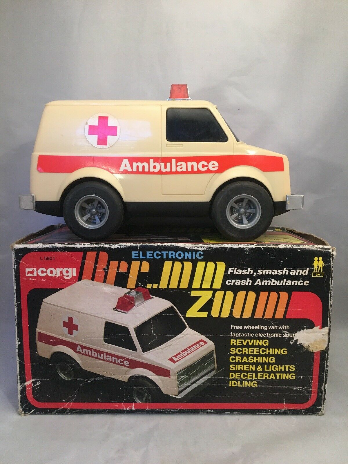 Corgi L 5801 Electronic Flash Smash And Crash Ambulance Zoom Sound Lights Car