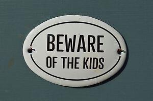 SMALL OVAL ENAMEL METAL BEWARE OF THE KIDS DOOR SIGN PLAQUE