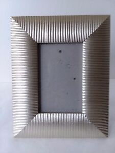 Light-Gold-Tone-Ribbed-Metal-Picture-Photo-Frame-3-1-2-034-x-5-1-2-034
