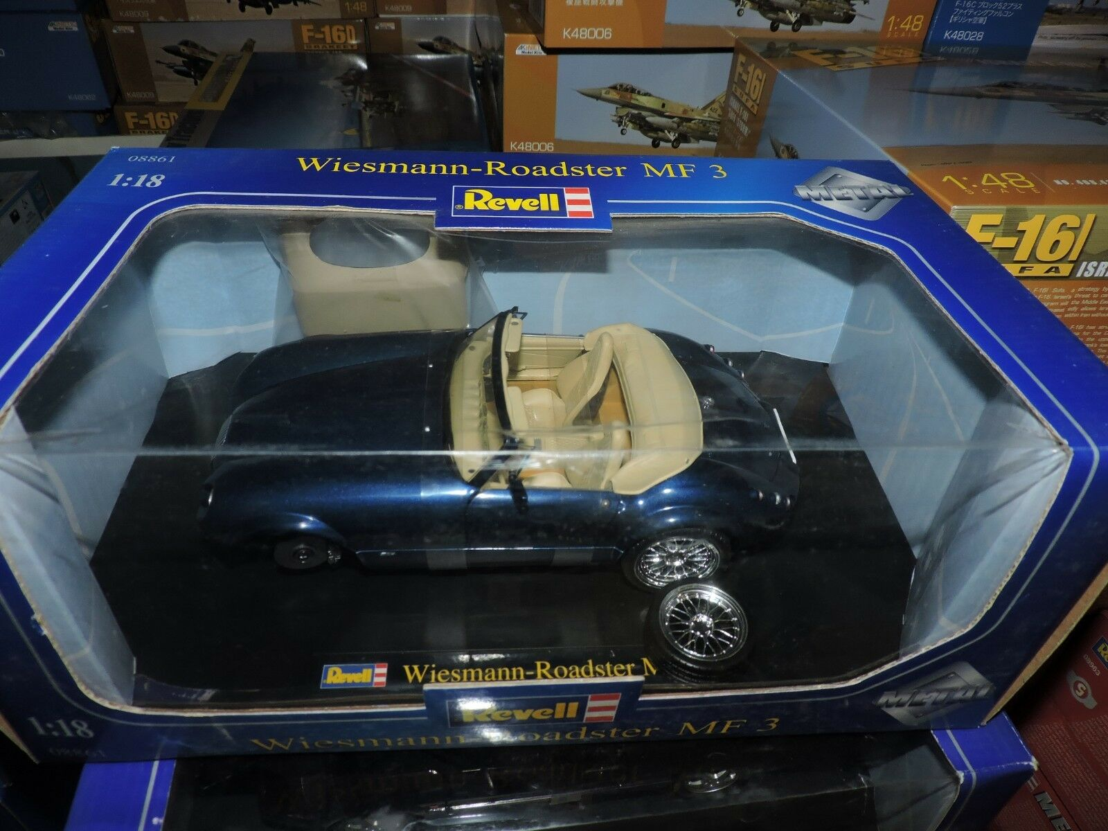 REVELL 1/18th SCALE  DIE CAST WEISMANN ROADSTER MF3  # 08861 1WHEEL NEEDS FIXING