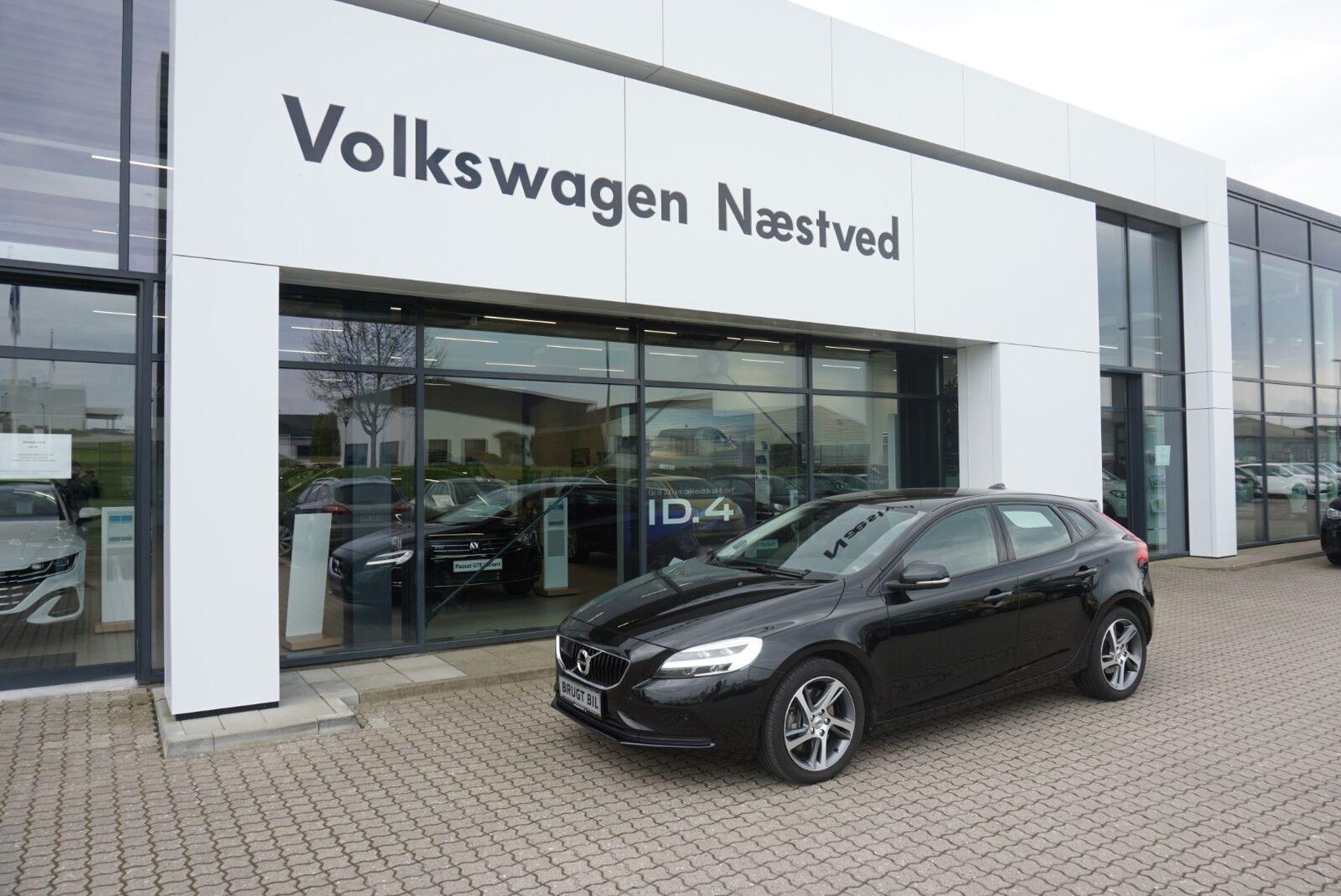 Volvo V40 1,5 T3 152 Momentum aut. 5d - 234.900 kr.