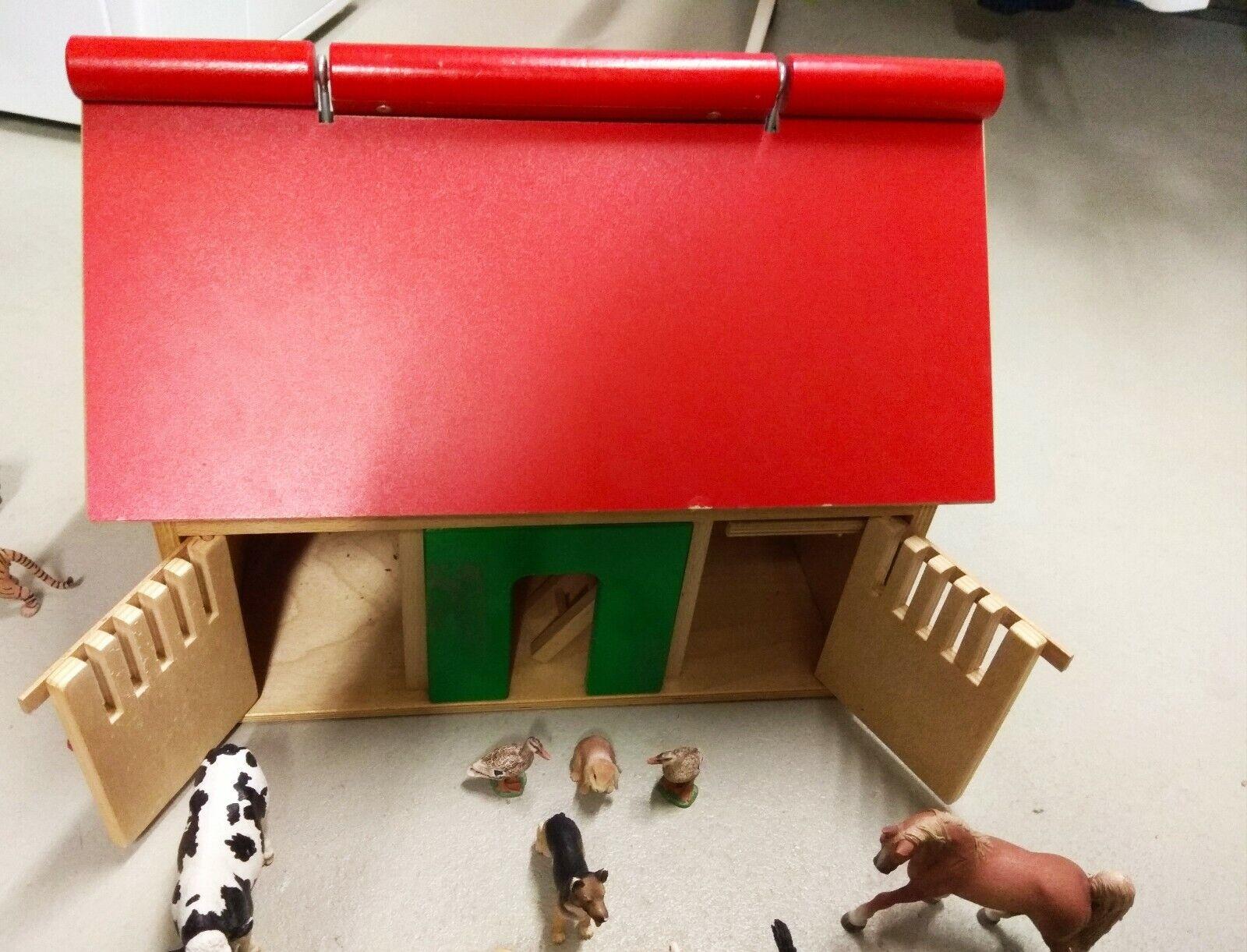 Bauernhof   Spielscheune aus Holz mit 19 Schleich Tieren