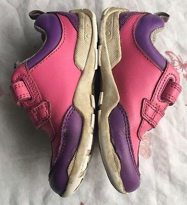 Zapatos de Cuero Chicas Clarks Niños Size UK 5.1/2F en morado con Rosa en muy buena condición