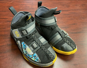 YOUTH-NIKE-LEBRON-SOLDIER-XIII-FLYEASE-GS-BASKETBALL-SNEAKERS-SIZE-4-5Y-068
