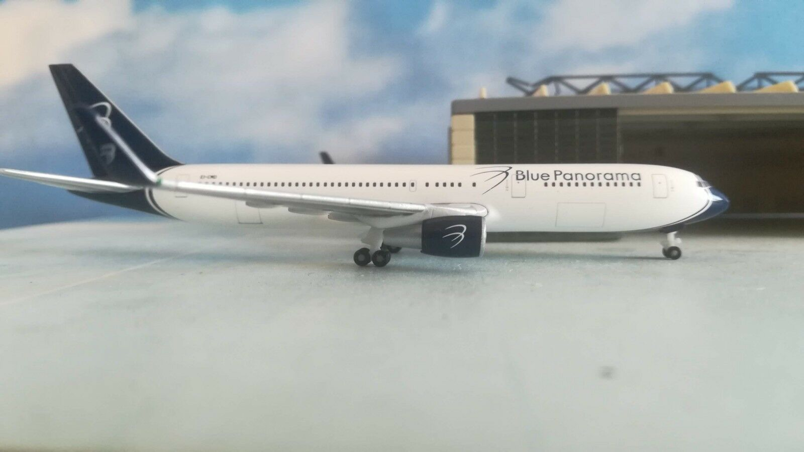 531559  Blau Panorama Boeing 767-300 767-300 767-300 città di Milano Herpa Wings 1 500  | New Product 2019