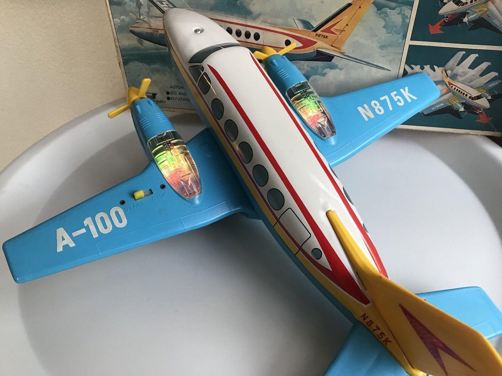"VTG ASAHI JAPAN BATTERY OP ""BEECHCRAFT KING-AIR"" BOXED AIRPLANE 13 1 2  LONG"