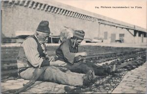 Fishermen-Repairing-Fishing-Net-Unknown-Location-Vintage-Postcard-E20