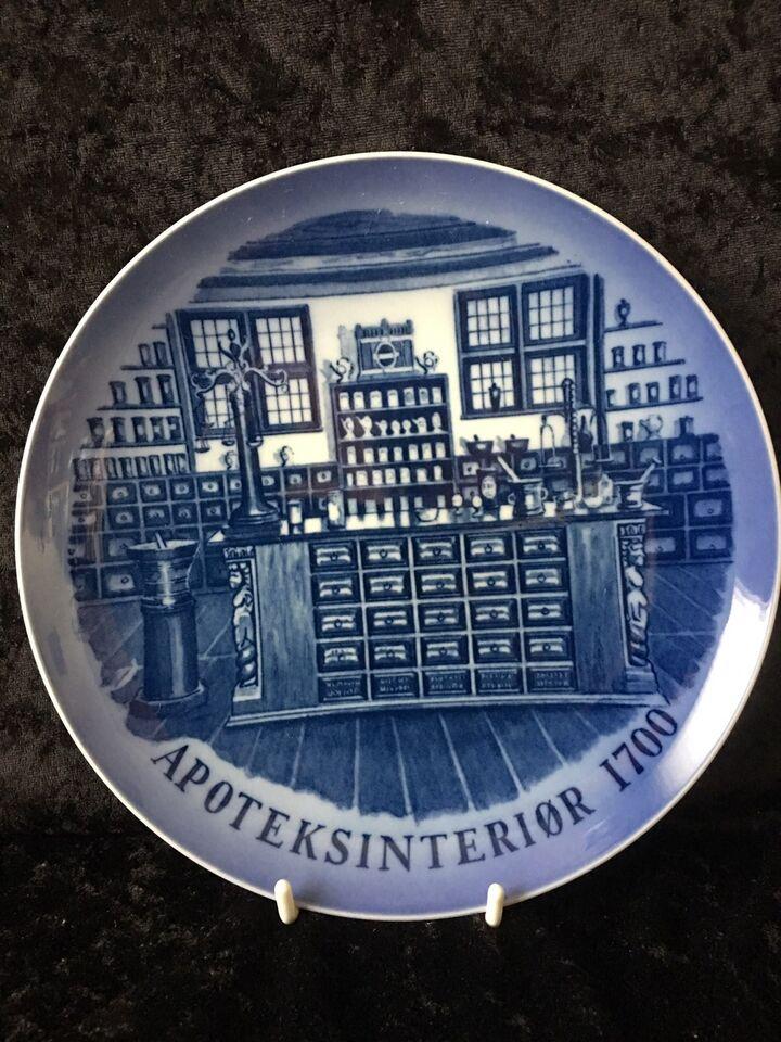 Platte fra Apotekrinteriør 1700, Royal Copenhagen, 1985