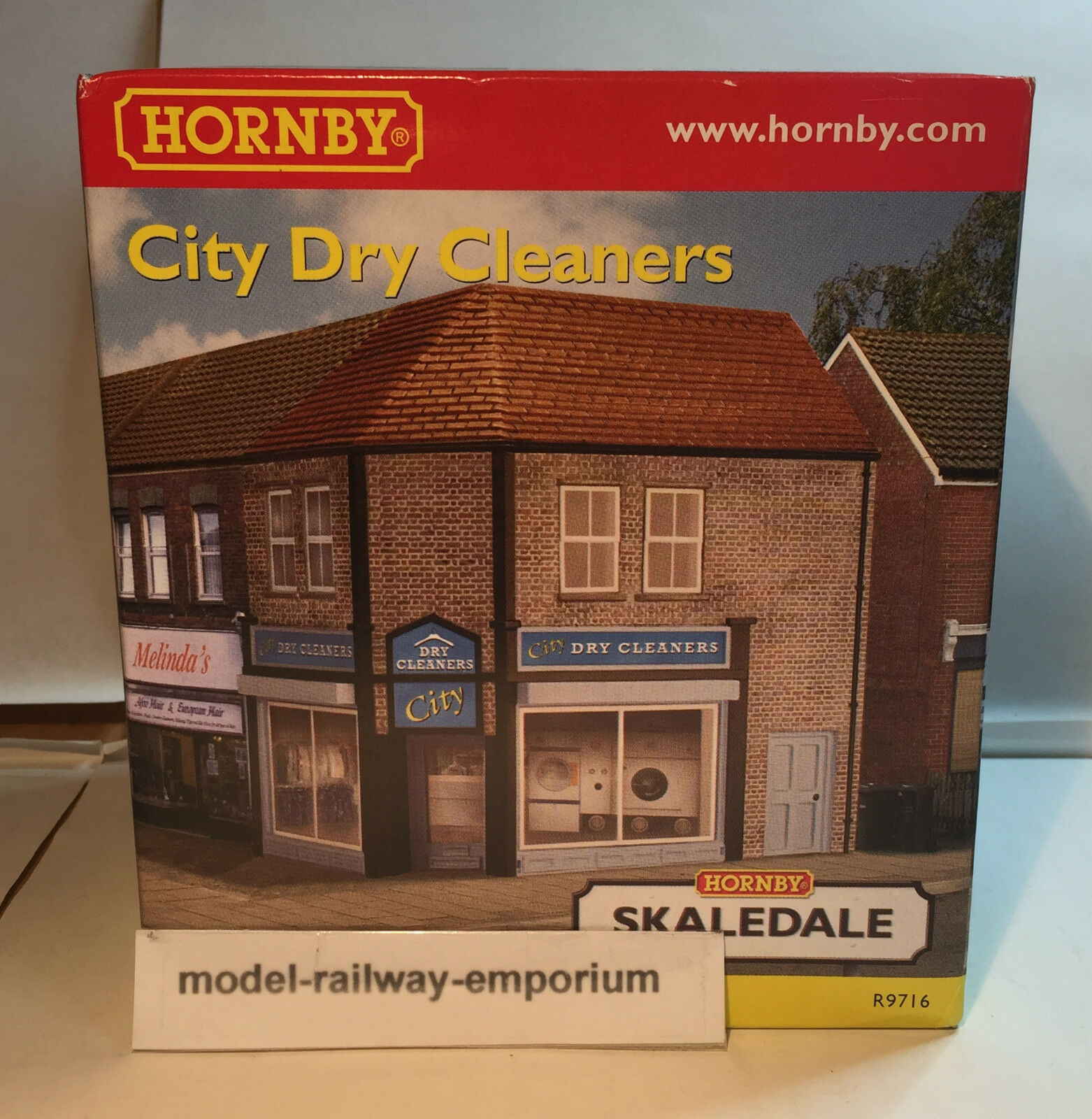Hornby SKALEDALE - R9716 - CITY DRY CLEANERS - NEW ITEM BOXED RARE LOOK