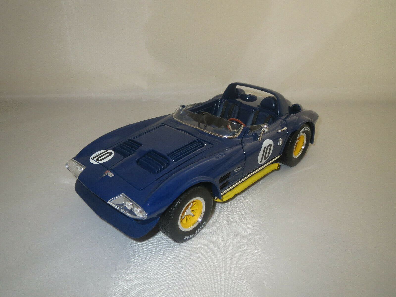Road Signature  Chevrolet Corvette Grand Sport   10  (blau gelb) 1 18 ohne Vp.