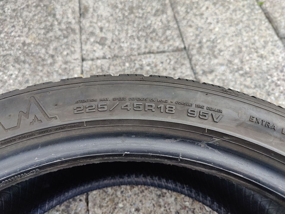 Vinterdæk, Dunlop, 245 / 40 / R18