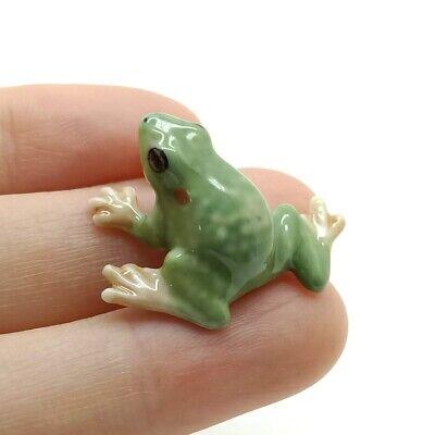 CAF059 Tiny Green Frog Ceramic Figurine Animal Statue