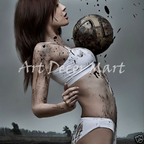 Womann With Soccer Ball - CANVAS OR drucken wand kunst